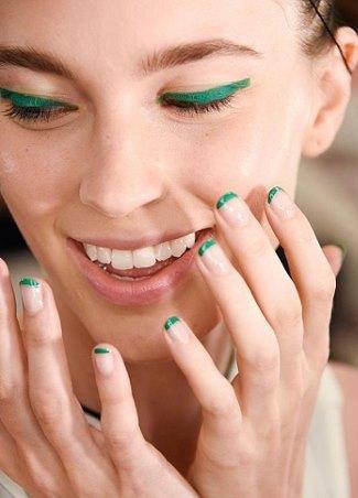 Для любителей минимализма: макияж в тон маникюру
