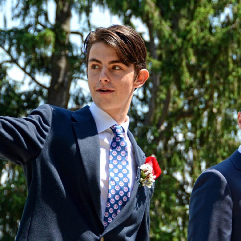 А он красавчик: как выглядит 19-летний сын Кэтрин Зета-Джонс и Майкла Дугласа?