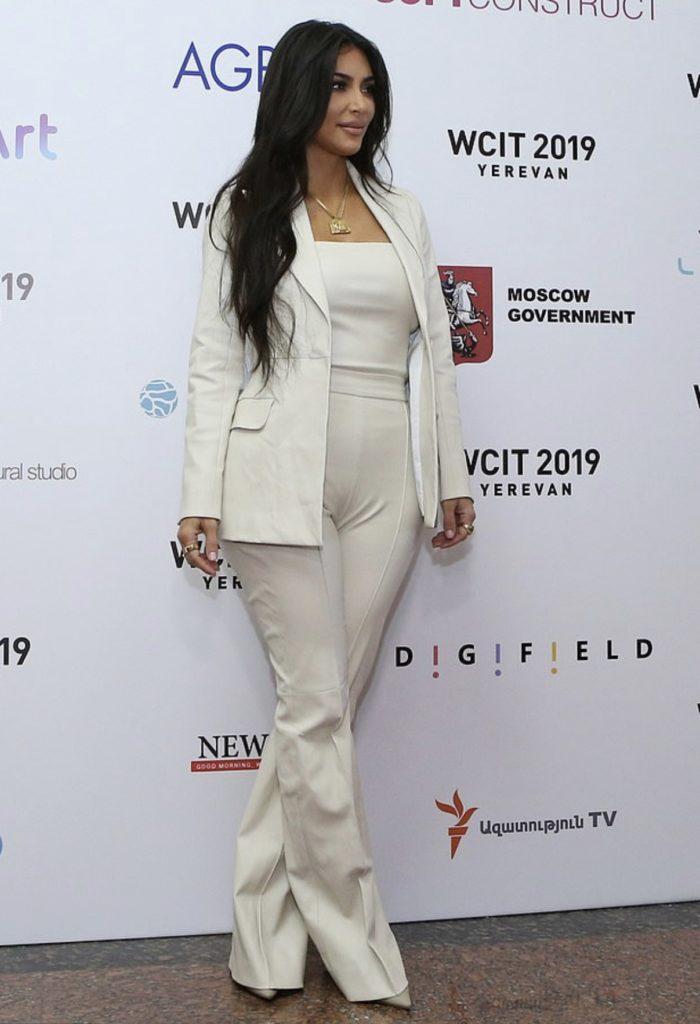 Ким Кардашьян выступила на форуме в Ереване! Собрали самое важное