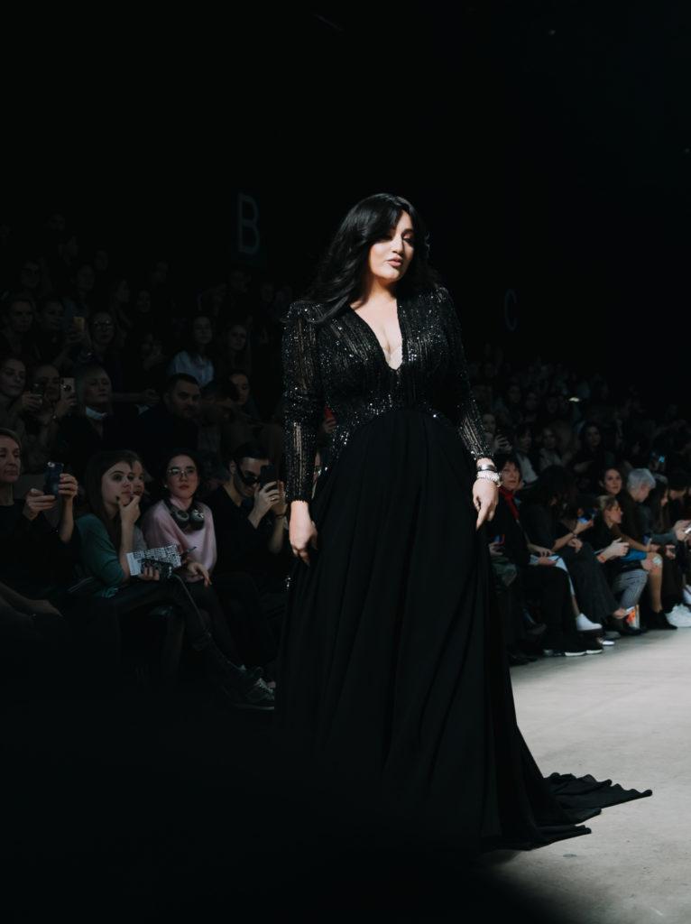 Мария Кожевникова, Аврора и Инна Маликова на показе Humariff