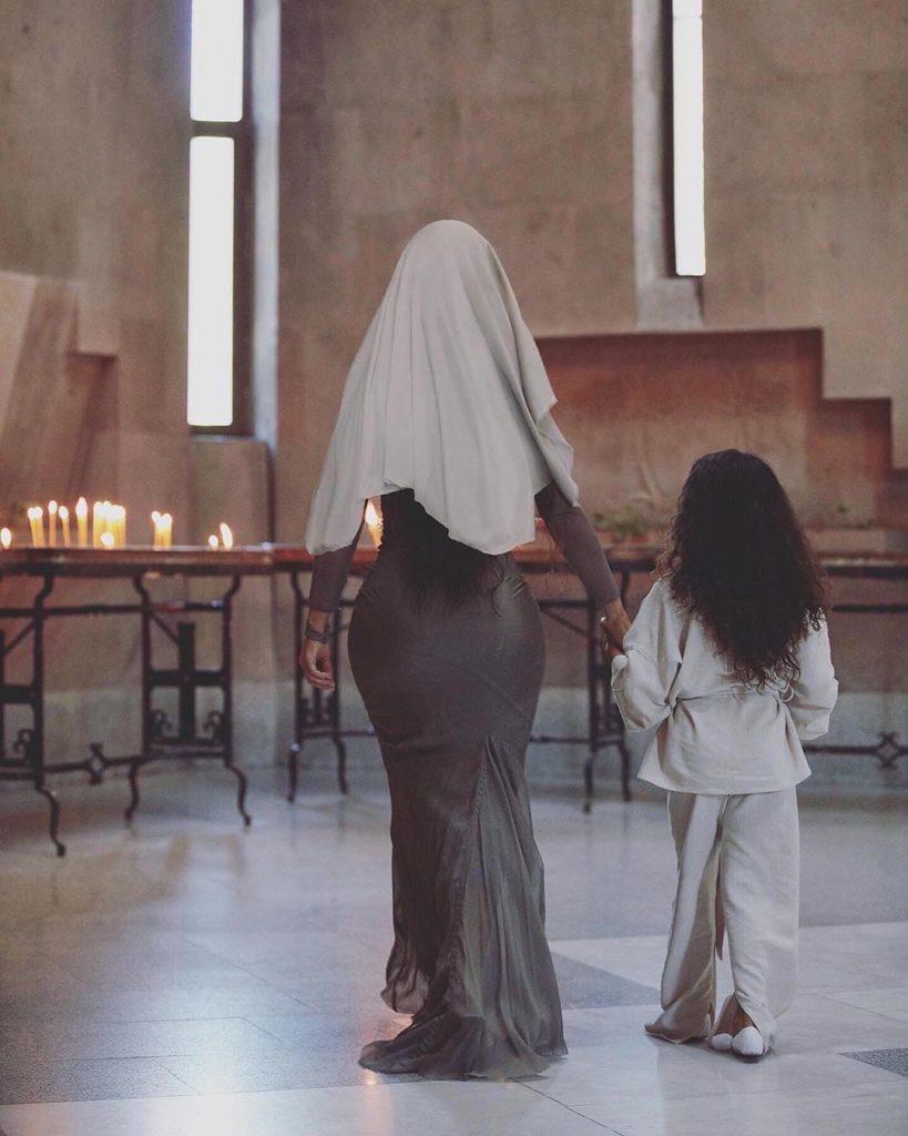 Первые фотографии: как прошло крещение Ким Кардашьян в Армении?