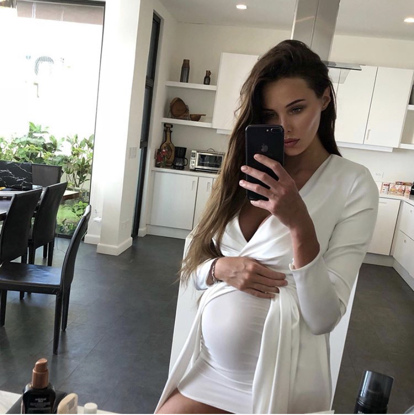 Анастасия Решетова и Тимати стали родителями. Собрали самые милые фото модели во время беременности