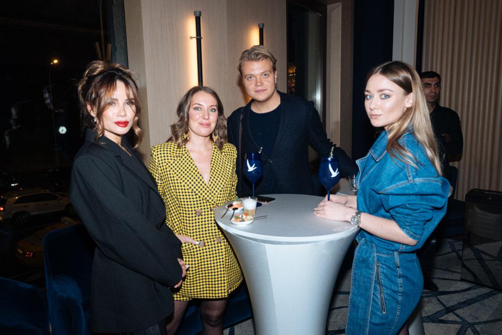Павел Прилучный, Агата Муцениеце и Айза Анохина на ужине Golden Triangle