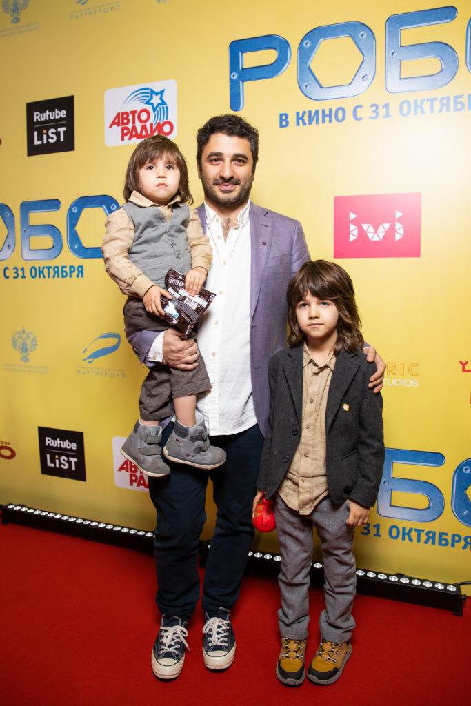 Сарик Андреасян с детьми