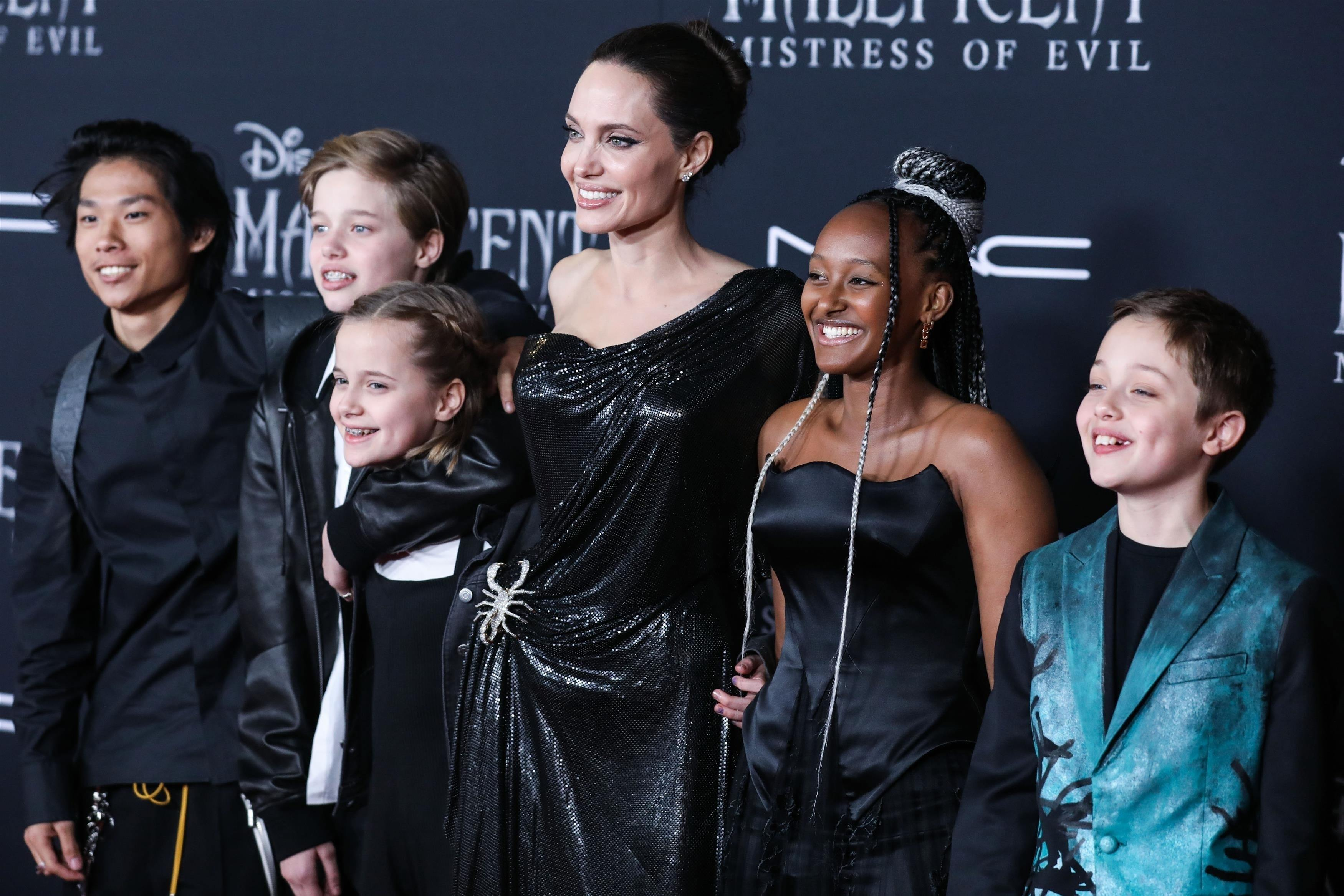 Приемная дочь Джоли стала дизайнером украшений. Ей 14 лет!