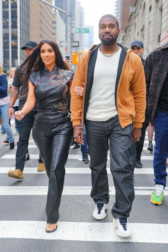 Счастливые Ким и Канье гуляют по Нью-Йорку. Но у них не все так гладко!