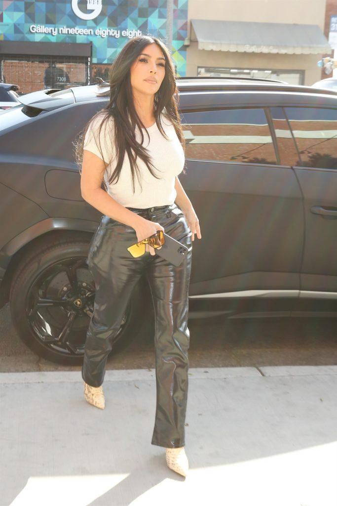 Умеет: выход Ким Кардашьян в Лос-Анджелесе в коже