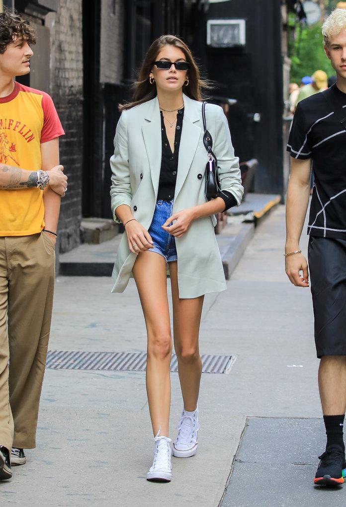Как стильно носить блейзеры? Учимся у Кайи Гербер