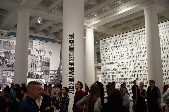 Джейк Джилленхол и Кэти Холмс на открытии выставки в Бруклине