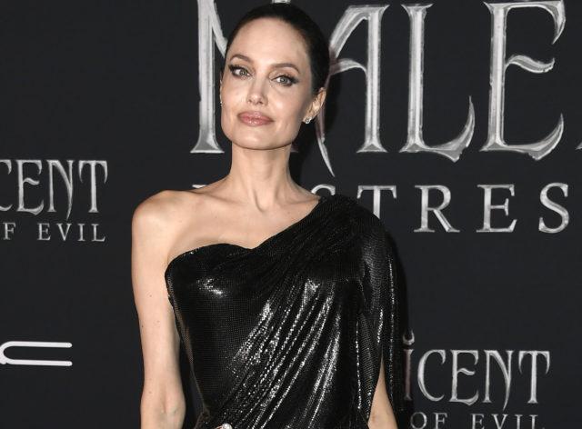 Красотка! Новый выход Анджелины Джоли на Канарских островах