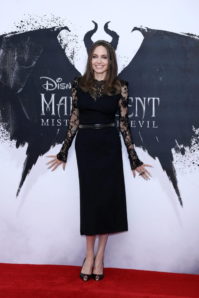 Анджелина Джоли на фотосессии 'Maleficent: Mistress of Evil' в Лондоне
