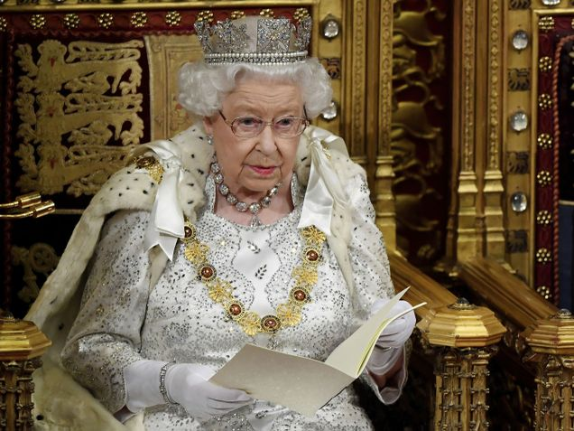 Как Елизавета II чистит свои драгоценности?