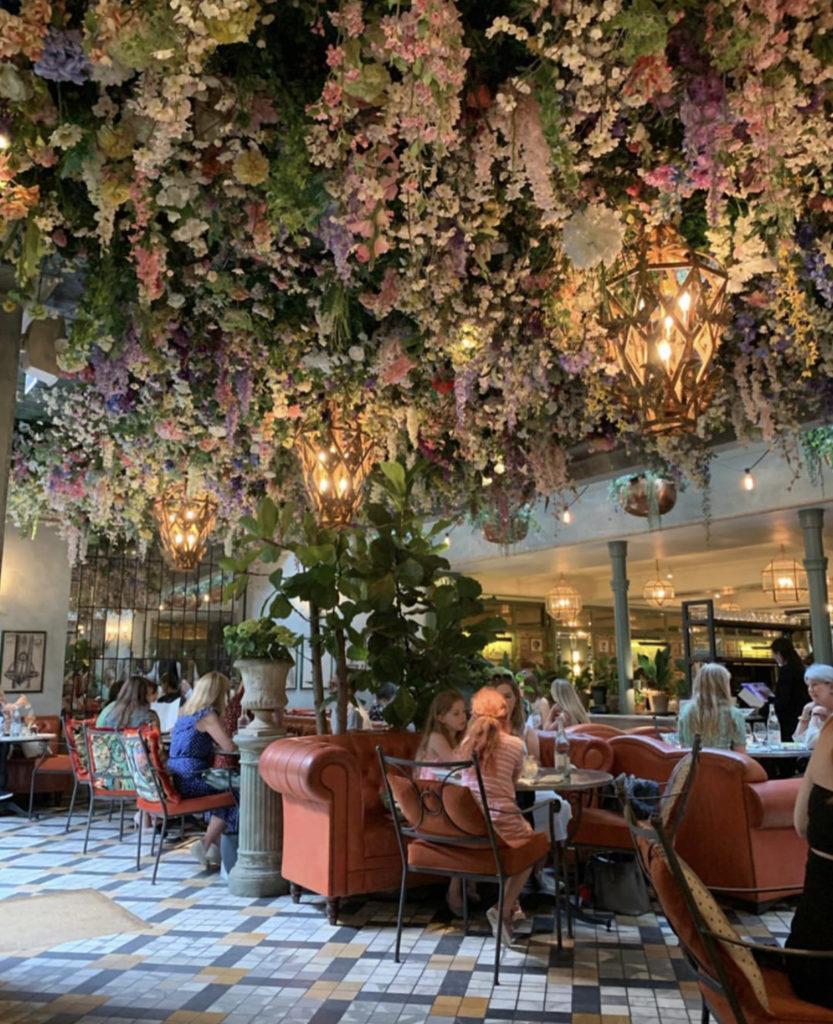 The Ivy Chelsea Garden — в хорошую погоду это будет идеальным местом для бранча.