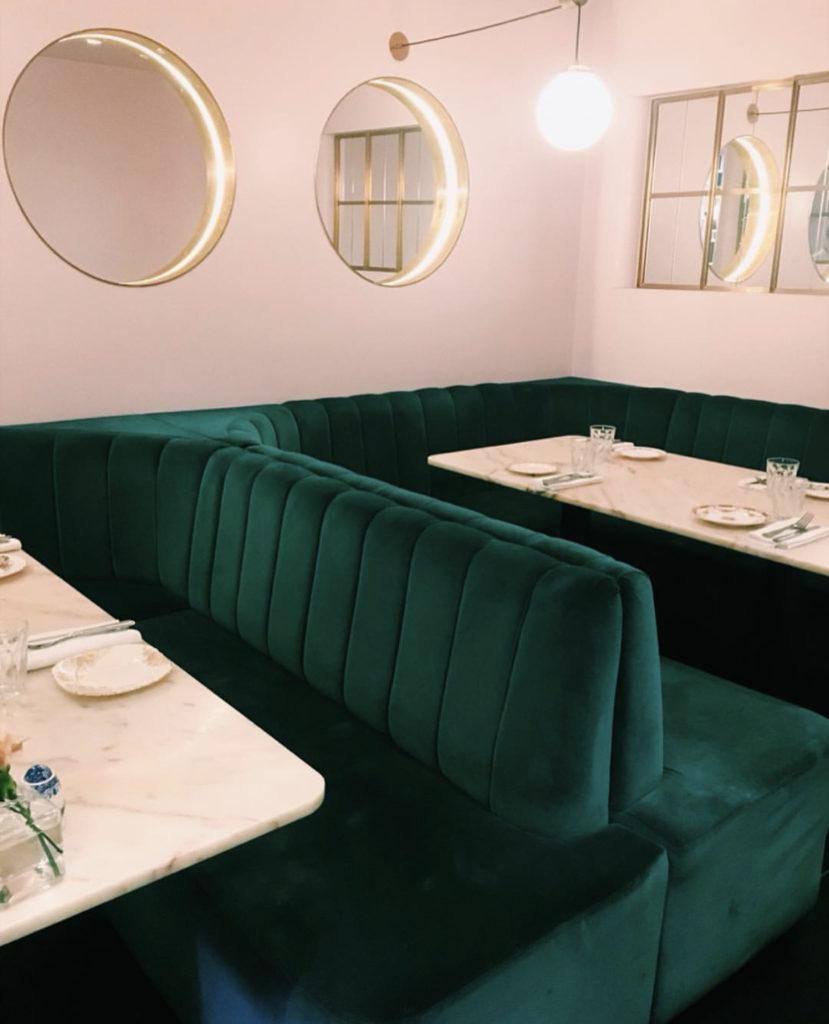 Ресторан NAC — уютный ресторан с французской кухней.