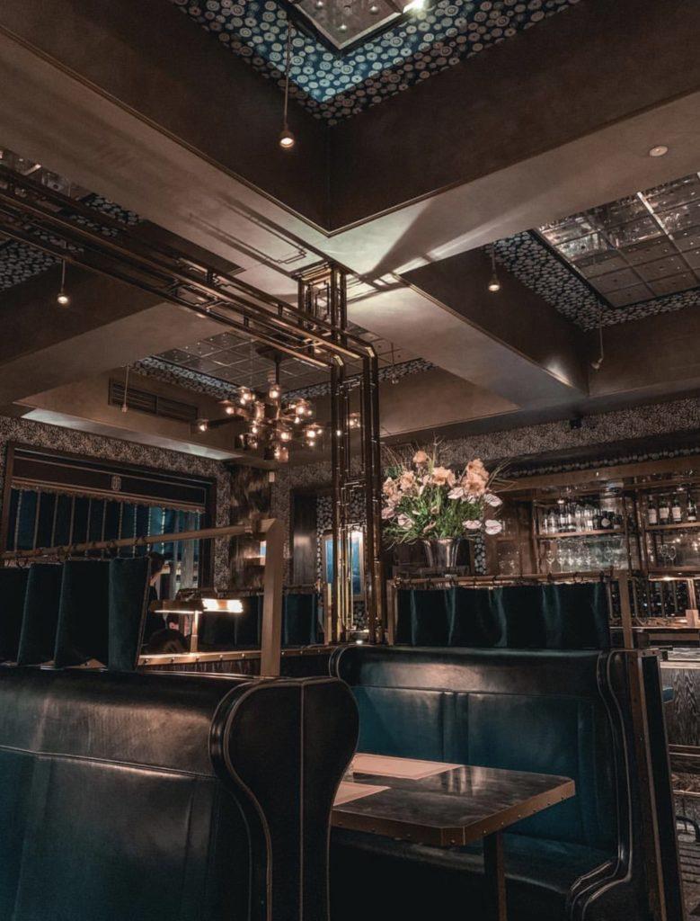 Bob Bob Ricard — очень крутое место в районе Сохо с традиционным английским меню и роскошным интерьером.