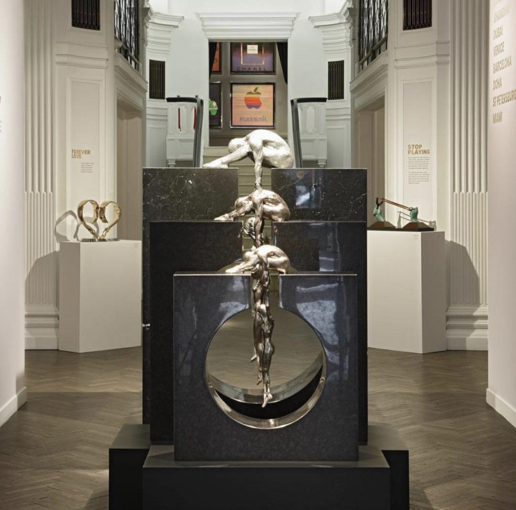 ... работы Энди Уорхола и Лоренцо Куинна в Halcyon Gallery.