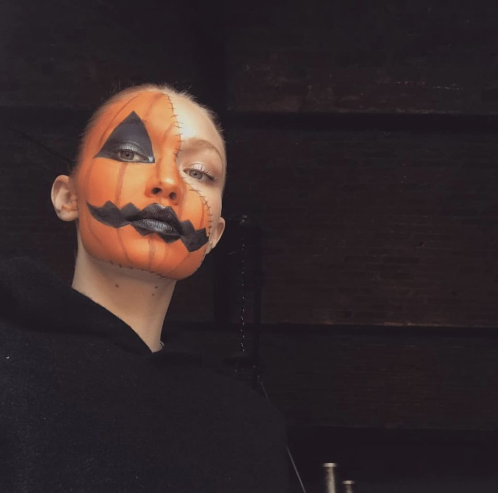 Для вдохновения: собрали лучшие образы звезд на Хэллоуин