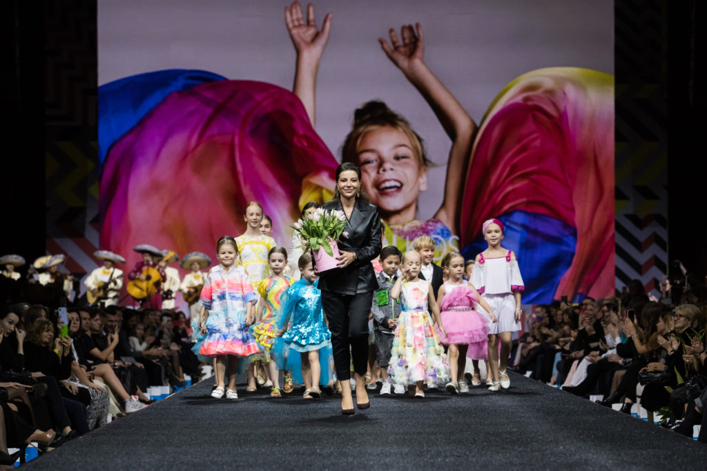 Дарья Коновалова, Алсу и Татьяна Михалкова на показе Valentin Yudashkin & Yudashkin Kids