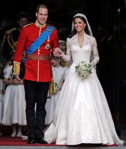 Хейли вышла замуж в Off-White. Вспоминаем самые красивые свадебные платья звёзд!