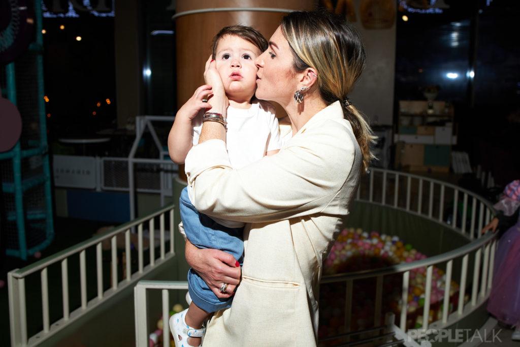 Лаура Джугелия с сыном