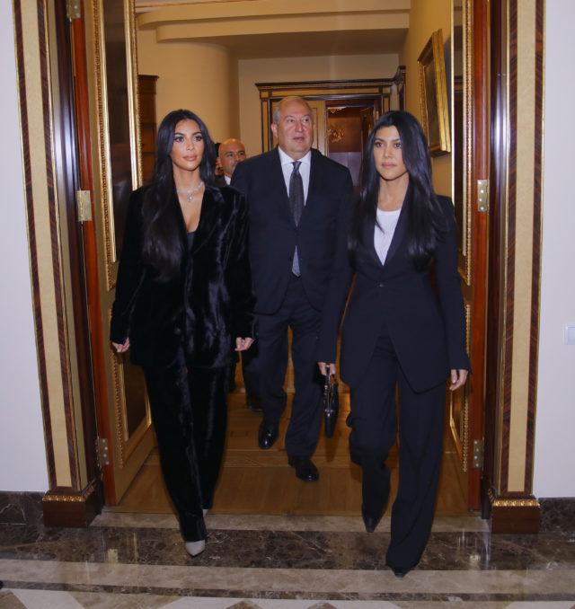 Неожиданно! Ким и Кортни тайно приняли крещение в Армении