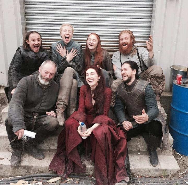 Для тех, кто скучает по «Игре престолов»! Собрали все совместные фото актеров сериала