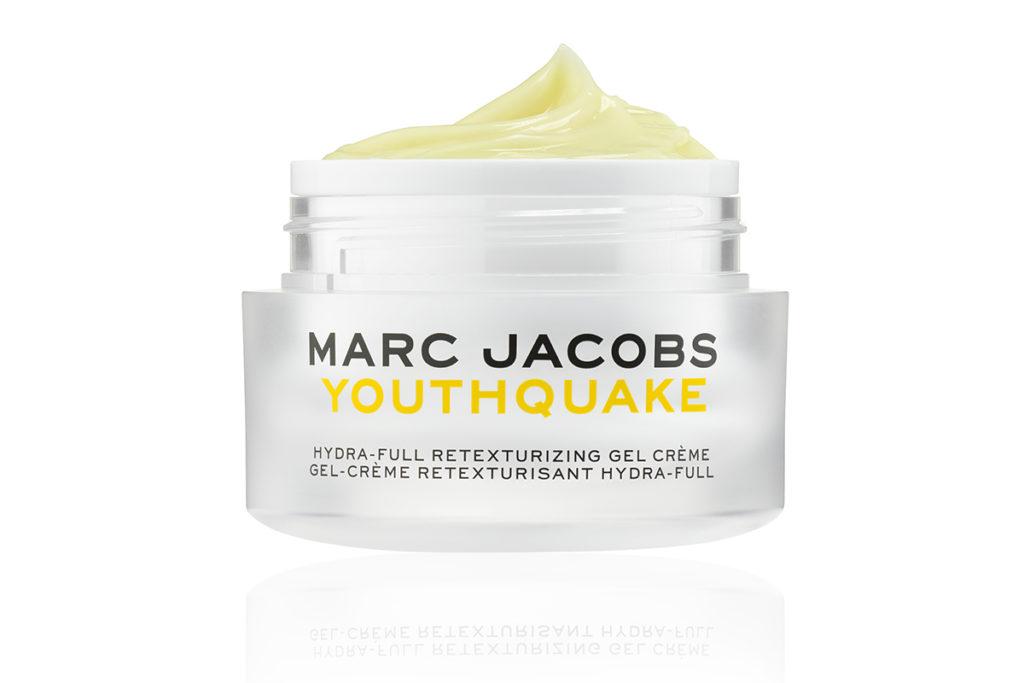 Крем Marc Jacobs Beauty Youthquake наполнит твою жизнь яркими красками и заставит спланировать отпуск. Способствовать этому будут нежная дающая текстура, запах тропических фруктов и ананасовый сок в составе. 4090 р.