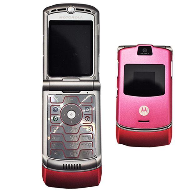 Motorola RAZR V3. Самая популярная раскладушка нулевых! С таким даже Пэрис Хилтон ходила