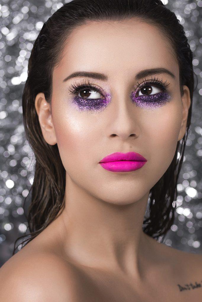 Для новогоднего настроения: праздничный макияж от блогеров