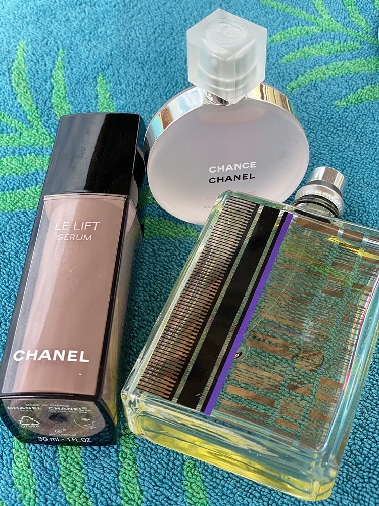 Cыворотка Chanel Le Lift Serum (от 7100 р.), аромат Chance Eau Tendre Chanel (от 10000 р.), аромат Molecules Escentric (от 7800 р.)