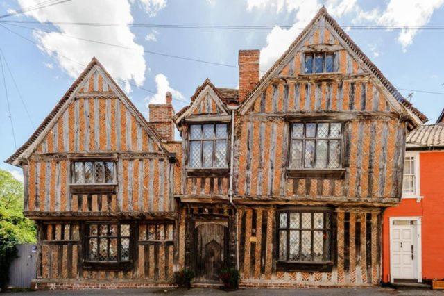 Дом, в котором Волан-де-Морт убил родителей Гарри Поттера, теперь можно арендовать