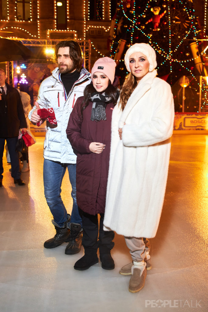 Алла Михеева, Татьяна Навка и Юлия Хлынина на открытии ГУМ-катка
