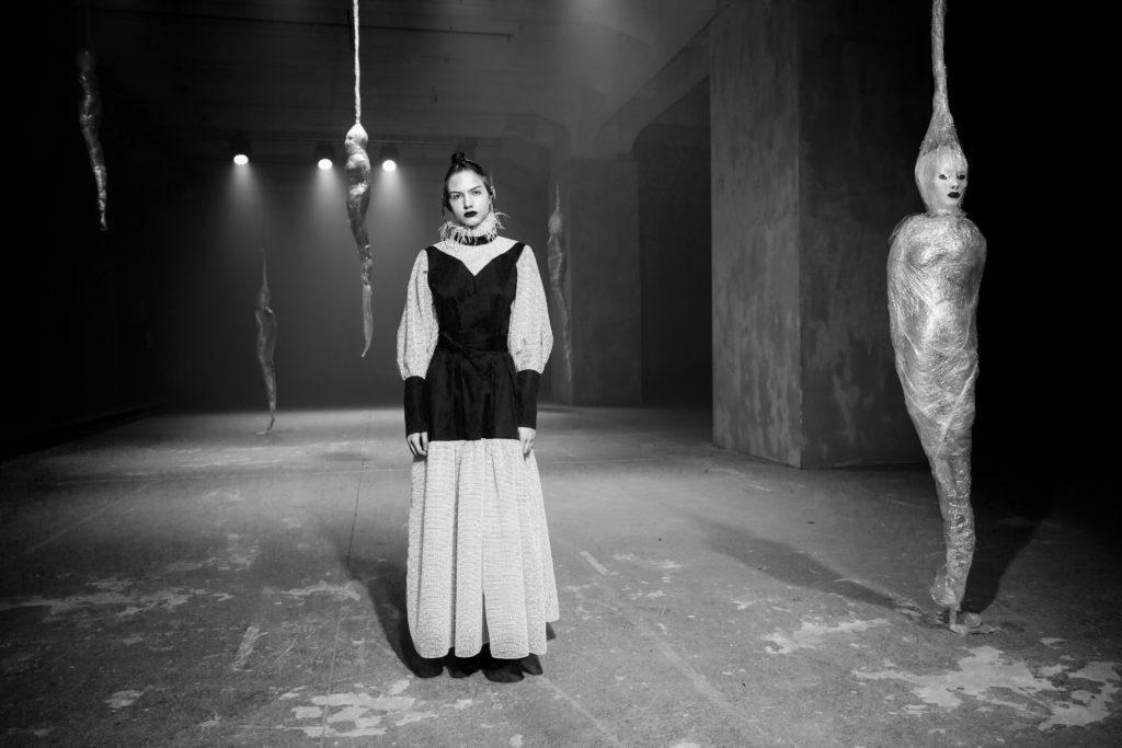 Юлия Хлынина, Анна Цуканова-Котт и Анна Чурина на показе Tegin