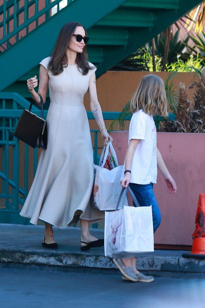 Какая красивая! Новый выход Анджелины Джоли в платье
