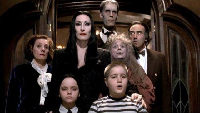 Вспомнить все: как сейчас выглядят герои «Семейки Аддамс»?