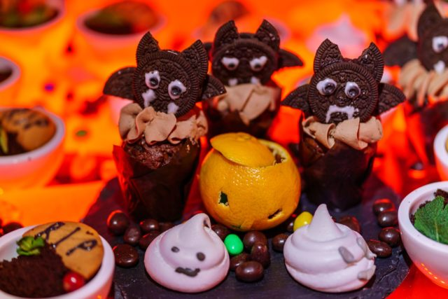 Фильм ужасов и кровавые закуски: как прошла одна из самых крутых вечеринок на Хэллоуин?