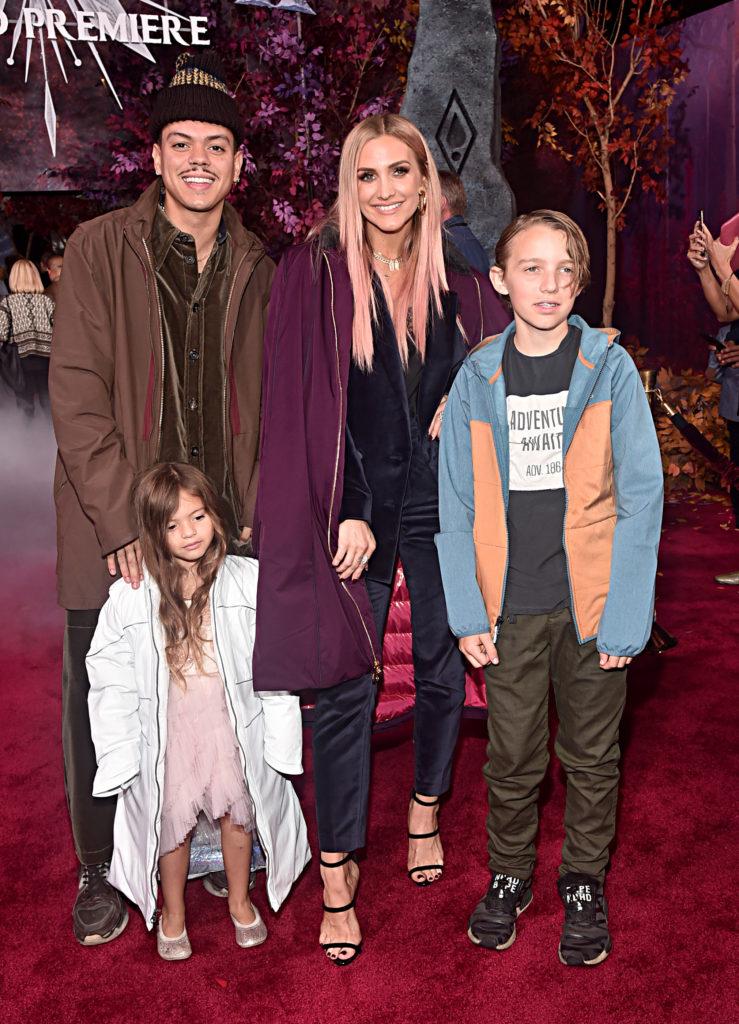 Эван Росс и Эшли Симпсон с детьми