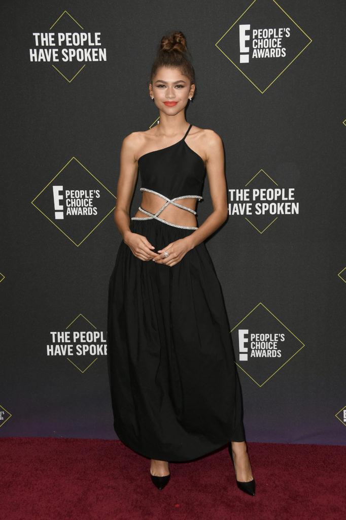 Зендая получила премию за вклад в моду: собрали топ стильных выходов актрисы