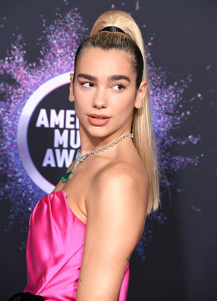 Для особого случая: бьюти-образы премии AMA 2019