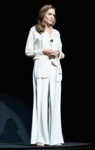 Не только чёрный! Лучшие выходы Анджелины Джоли в белом