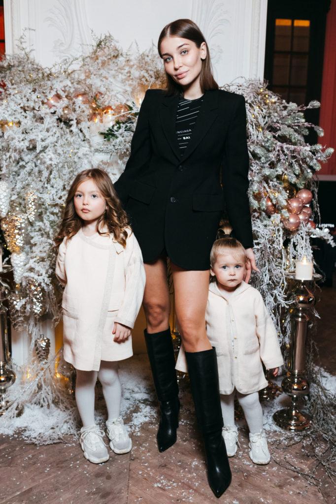 Дарья Коновалова с дочерьми