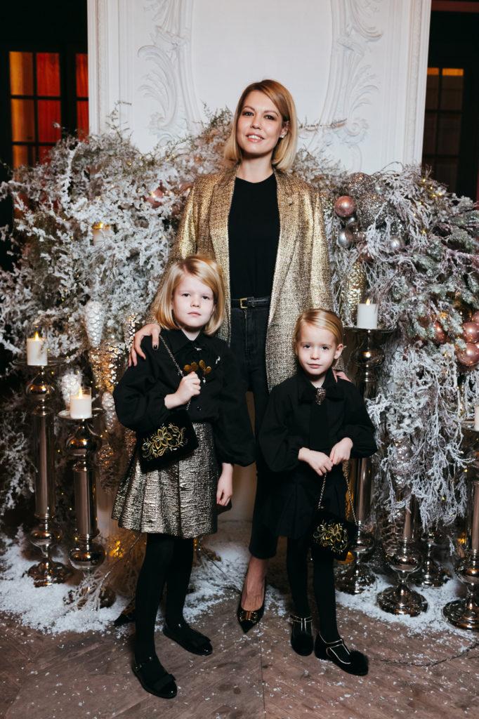 Юли Акимова с дочерьми