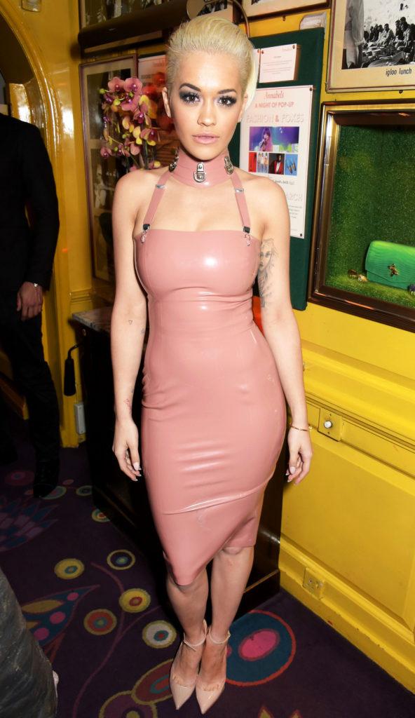 Есть, что показать: топ звёзд в облегающих платьях