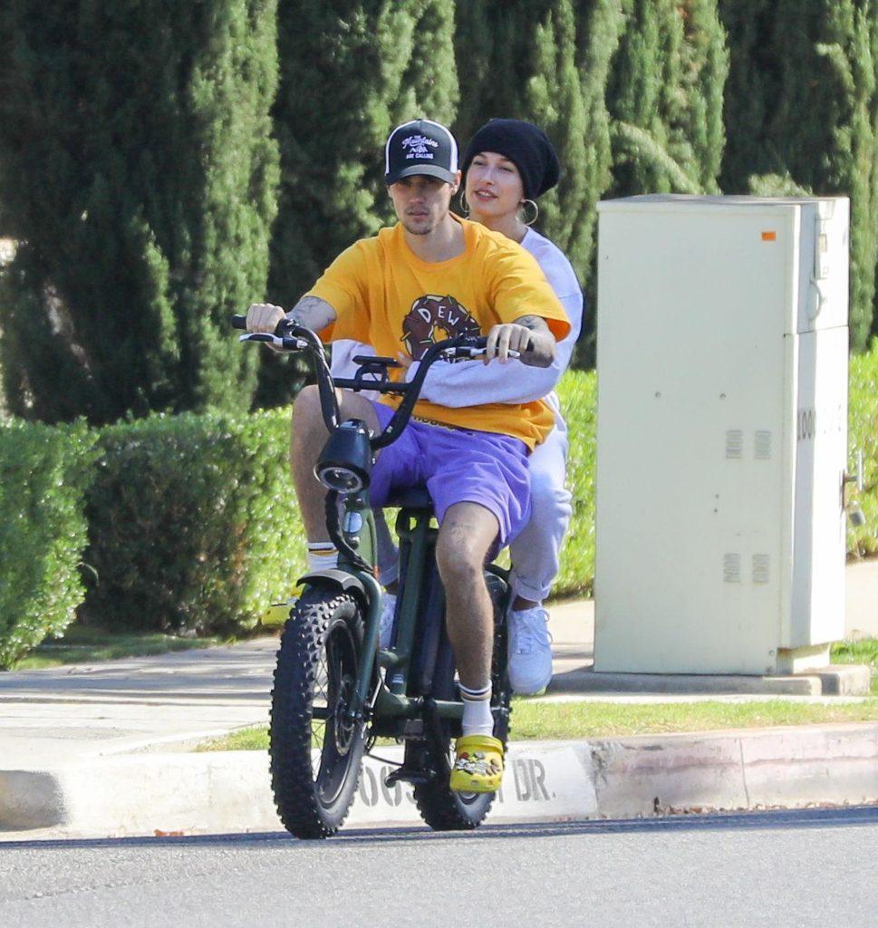 Как живут Биберы: занятия танцами и прогулки на велосипеде