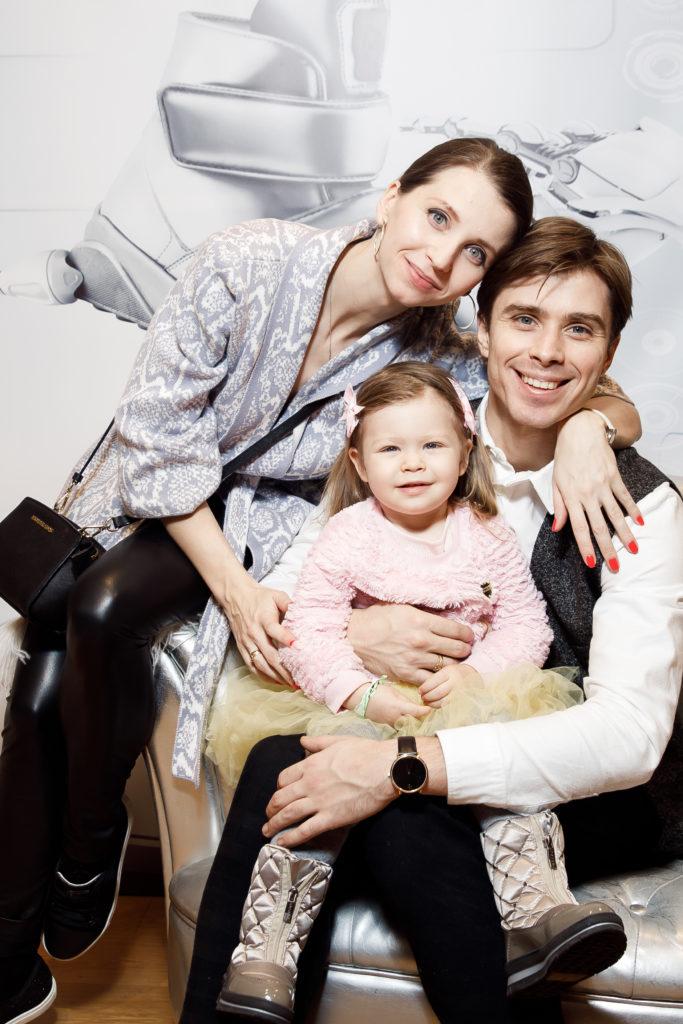 Анна Тихомирова и Артем Овчаренко с дочкой Арианной