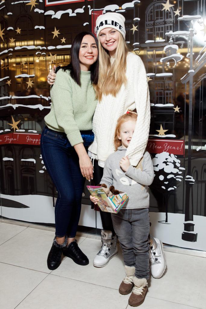Светлана Пырескина и Елена Кулецкая с дочкой