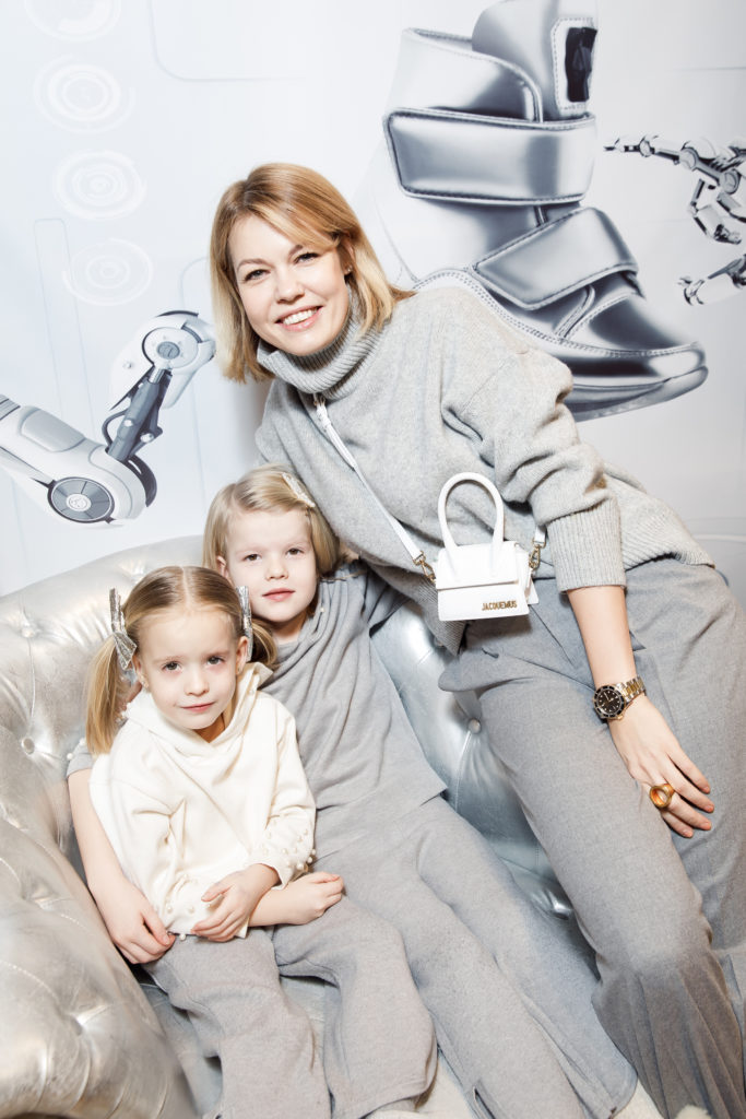 Юлия Акимова с дочками
