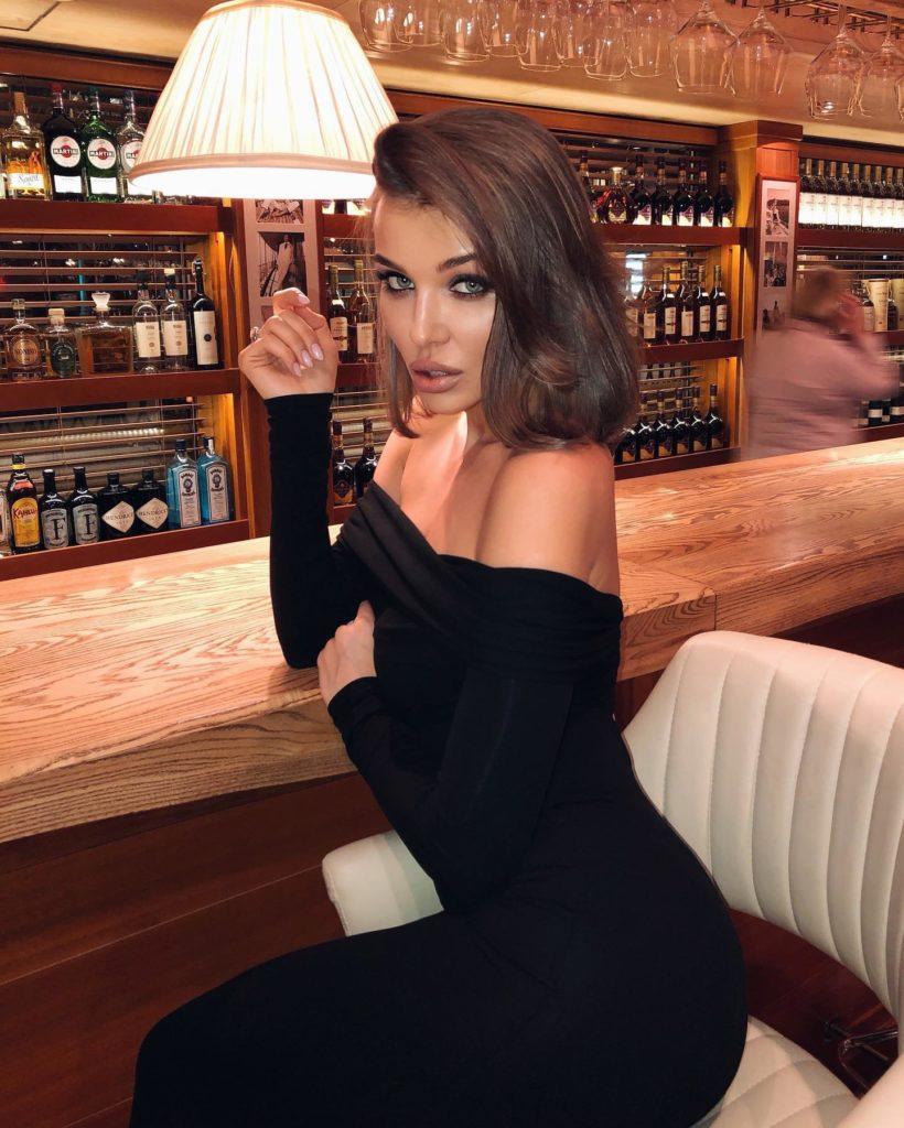 Look дня: Дарья Коновалова в идеальном платье для свидания