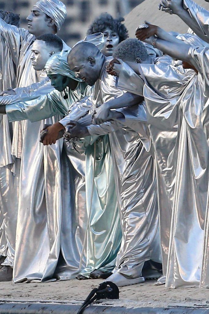 Новый образ Канье Уэста для оперы: он весь серебряный
