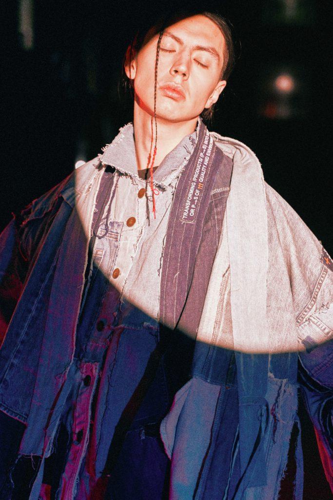 Как носить деним: показывает Покрас Лампас
